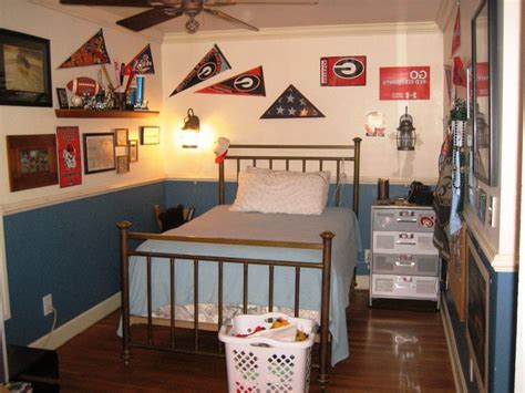 10 Year Boy Bedroom Decorating Ideas by Brown Wooden Bed Frames With High Headboard Boys Bedroom
