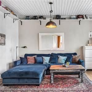 Decorate A Living Room Valen Xl Med Fotpall I Bl 229 Sammet Och Nitar Sammetssoffa