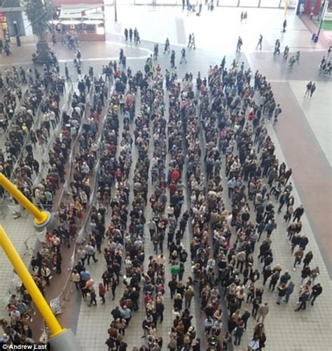 Ed Sheeran Queue | british ed sheeran fans form perfect queue for gig tickets