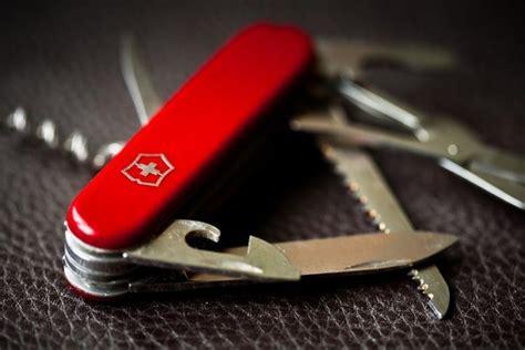 Pisau Serbaguna Victorinox 15 perlengkapan penting yang wajib kamu bawa saat traveling