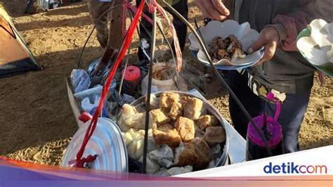 viral penjual bakso tusuk  siomay  puncak gunung cikuray