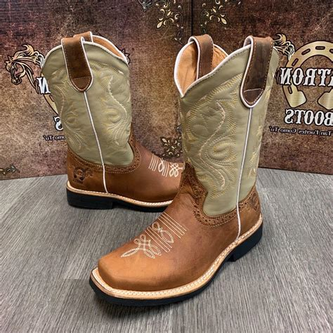 Square-Toed Shoes for Females