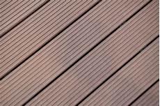 bankirai terrasse reinigen bankirai terrasse selber verlegen anleitung in 4 schritten