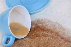 Teppich Geruch Entfernen Natron - kaffeeflecken vom teppich entfernen putzen cleaning