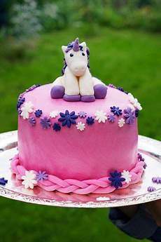 pearls and einhorn torte unicorn cake