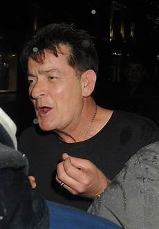sheen hiv sheen confesses didn t tell 25 he s hiv