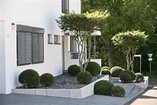 Puristischer Vorgarten Eingangsbereich U Vorgarten