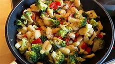 gnocchi mit brokkoli zwiebeln und parmesan rezept mit