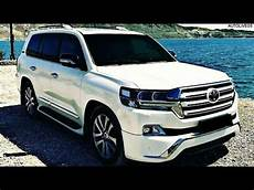 toyota land cruiser v8 2018 white colour