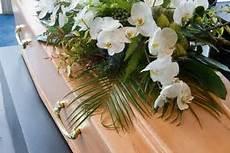 Combien Coute Un Enterrement Combien Coute Des Obseques Un Enterrement Une