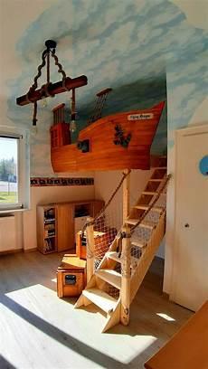 kinderbett piratenschiff piratenschiff hochbett in 2020 kinderbett schiff