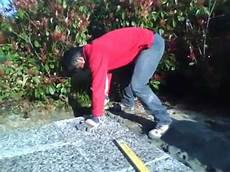 piastrelle 50x50 pavimento esterno posare una piastrella