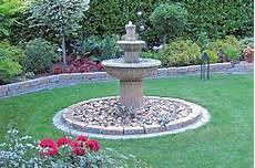 Garten Springbrunnen Aus Stein - klassische gartenbrunnen gartenbrunnen