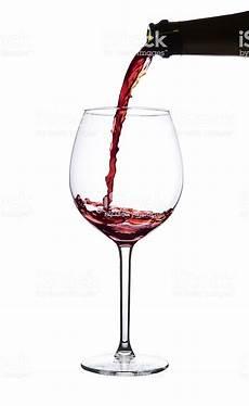 bicchieri rosso rosso versare nel bicchiere di pinot noir