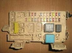 2006 Lexus Rx 350 Fuse And Relay Box With Door