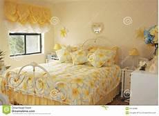 da letto colorata da letto colorata luminosa fotografia stock