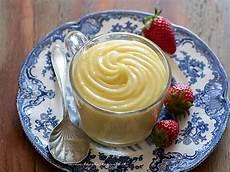 crema pasticcera poche uova crema pasticcera senza latte senza glutine e poche uova ricetta light