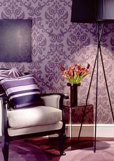 interessantes barock wohnzimmer lila tapete lila
