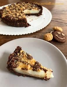 crema pasticcera con biscotti sbriciolati torta con biscotti secchi al cacao amaretti e crema al latte