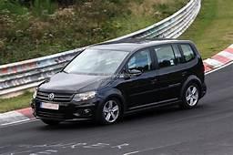 Spyshots New Volkswagen Touran / Crosstouran  Autoevolution