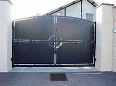 portail en acier portails acier lyon portails aluminium lyon mions portail