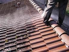 traitement des tuiles traitement des tuiles nettoyage toiture avignon 84