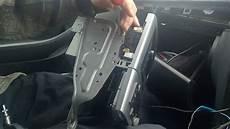 demontaż radia i panelu klimatyzacji toyota avensis t25