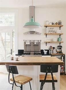 table etagere cuisine la cuisine 233 quip 233 e avec 238 lot central 66 id 233 es en photos
