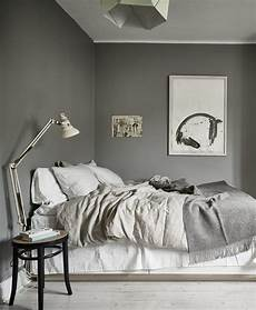 schlafzimmer wandle 10 dark bedroom walls via cocolapinedesign com dunkle