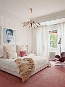 teppich im schlafzimmer teppich in rosa eine sch 246 ne farbe f 252 r den boden