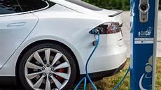 was kostet der strom für ein elektroauto tesla elektroautos ethik kommission soll moralische fragen kl 228 ren