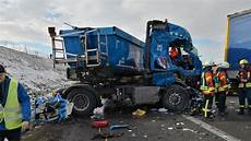 Sinsheim Unfall Auf A6 Vollsperrung Nach Unfall Mit Lkw
