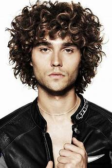 10 curly haired guys the best mens hairstyles haircuts