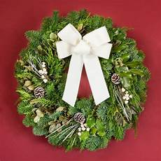 wreaths decorating ideas with ribbons and bows