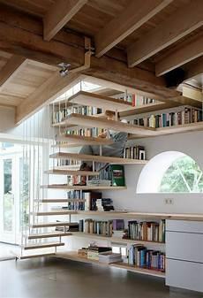etagere sous escalier designs cr 233 atifs de meuble biblioth 232 que escalier