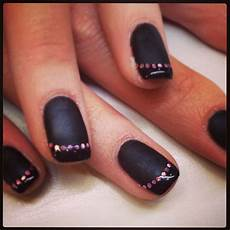 vernis ongles noir brillant
