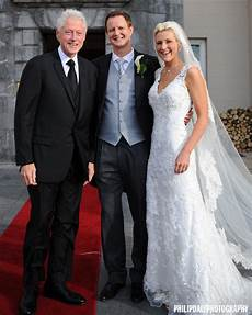 and bill clinton wedding check out this photo of bill clinton crashing an