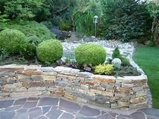 Niedrige Steinmauer Als Beet Umrandung Garten Steinmauer