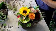 gestecke selber machen blumengesteck mit einer sonnenblume selber machen