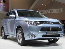 2017 Mitsubishi Outlander In Hybrid On Sale Late