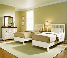 Bedroom Decor Simple Room Color Ideas by Simple Bedroom Set Idea For With Golden Brown