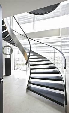 garde corps escalier moderne designs d escaliers avec garde corps en verre archzine fr