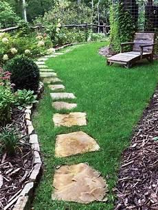 trittplatten im rasen trittsteine steinplatten im rasen gardening tritt
