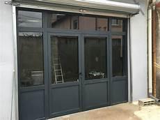 magasin de fenetre mise en place d une vitrine en aluminium gris anthracite