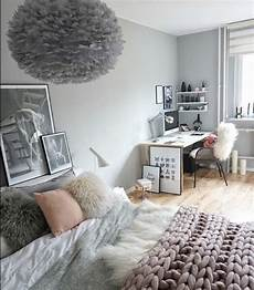 d 233 co salon couleur mur gris perle linge de lit gris