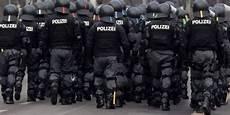 Polizei Berlin Einsätze - neonazi 220 bergriffe in ostdeutschland scharfe kritik an