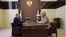 Arrêt Du Conseil D état Poutine Va Rencontrer Merkel Le 6 Juin En L Express