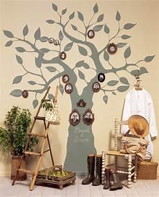 un arbre g 233 n 233 alogique peint sur un mur laetitia arbre