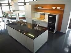 küchen mit insel bilder kueche mit kochinsel und theke kueche mit kochinsel und