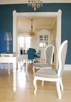 Wandfarbe Petrol Grau - peacock blue walls eclectic living room farrow